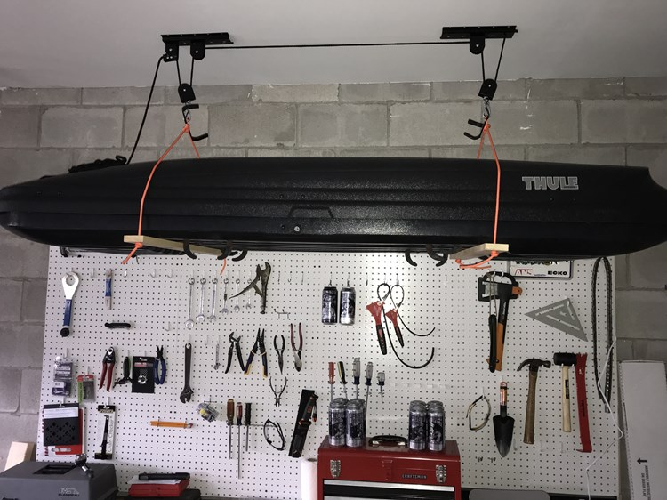 Lift System For A Thule Ski Cargo Box